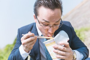 (提供元:PAKUTASO)チェック3 食生活の違い