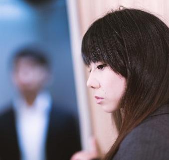 """(画像:PAKUTASO)出会いはあっても""""いい男""""と巡り合えない「婚活しても結婚できない女性の3タイプ」"""