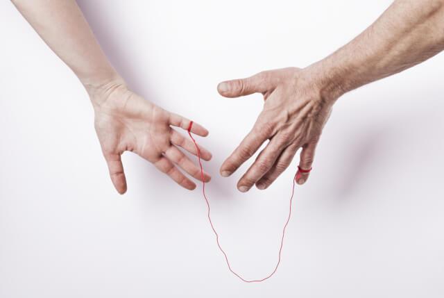 【実は残酷】運命の赤い糸の本当の話を知っていますか?