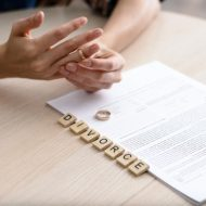 気になる相手に「離婚の理由」を聞かれたらどう対処すればいい?
