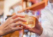 夜の酒場が婚活で盛り上がる「シングルス・バー」って何?
