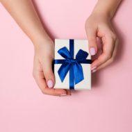 気になる男性を振り向かせたいならプレゼントが効果的!?