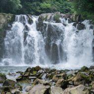 滝に打たれながら愛をささやく!滝行婚活