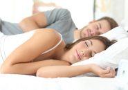 恋人の寝方で分かる「理想的なカップル」のサイン7パターン