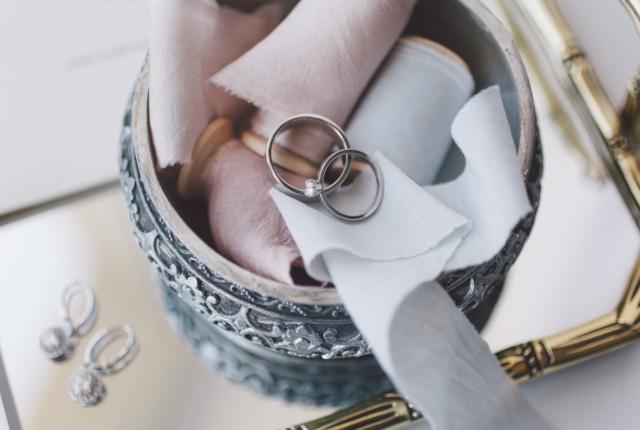 話題の婚活指南「サバイバル・ウェディング」とは?