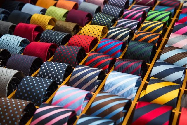 ネクタイの色から読み解く男性の心理!裏の性格もわかるかも